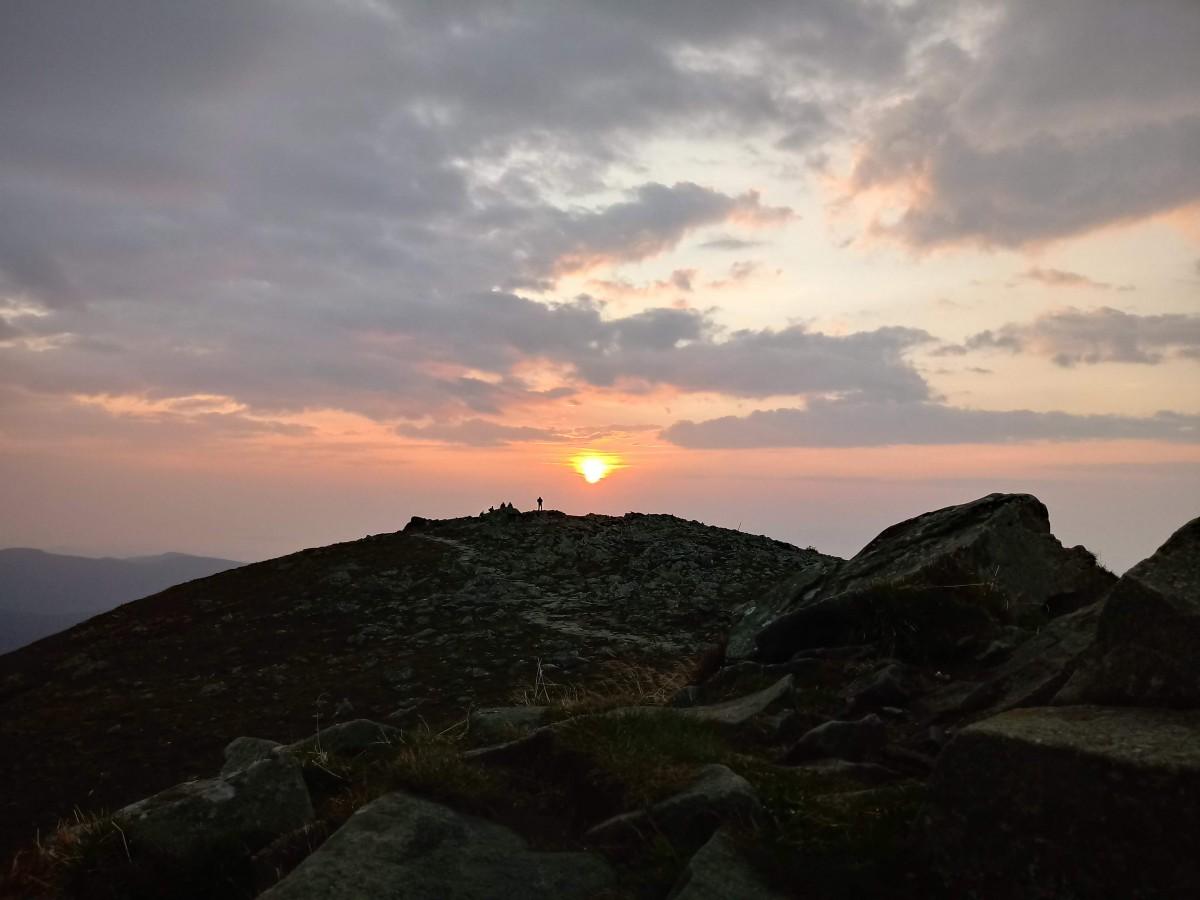 wschód słońca na Babiej Górze.